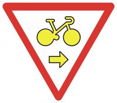 Panneau autorisant les cyclistes à tourner à droite à certains carrefour lorsque le feu est rouge